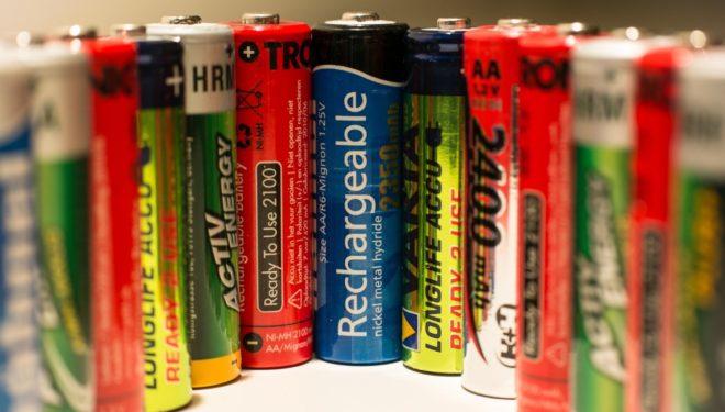 Le batterie ricaricabili causano incendi: i danni provocati da un'errata raccolta differenziata