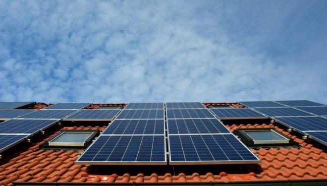 Comunità energetiche autonome: case e condomini italiani potranno autoprodurre energia
